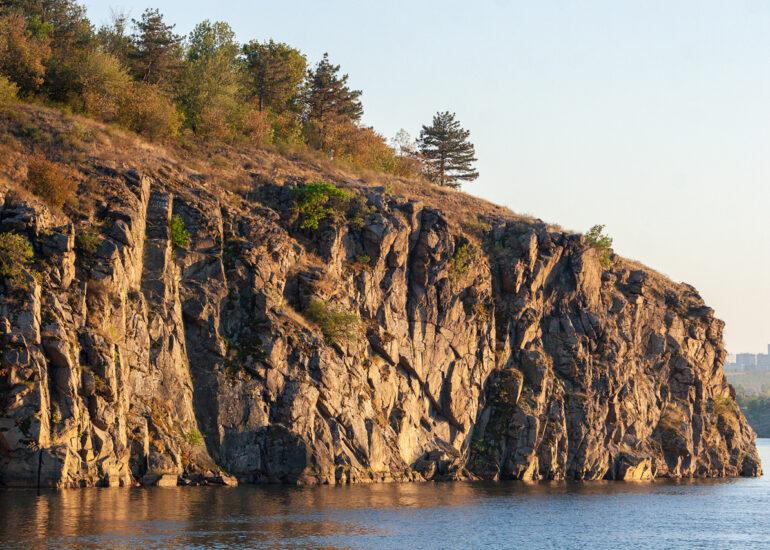 Скелі Хортиці
