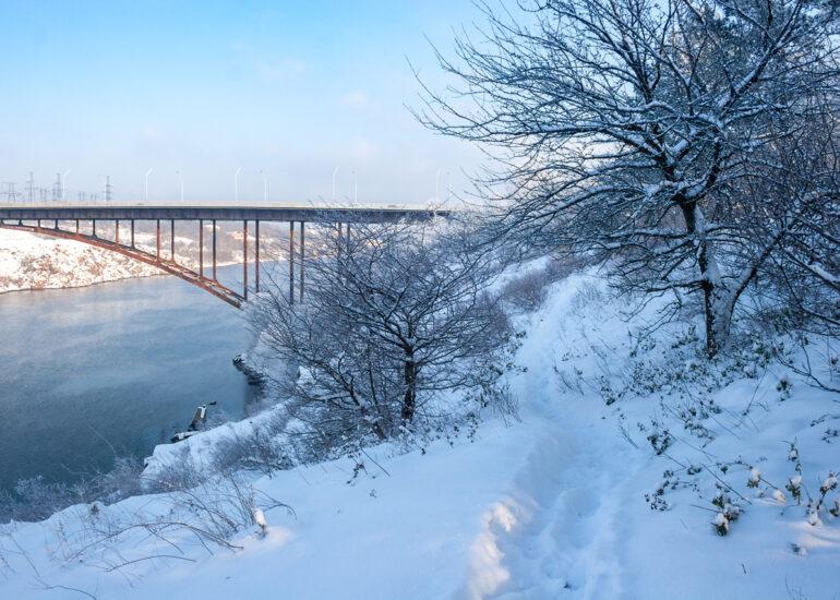 Зима біля Дніпра