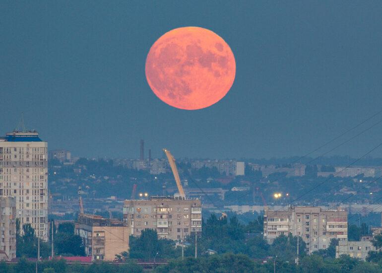 Місяць над Захарієм