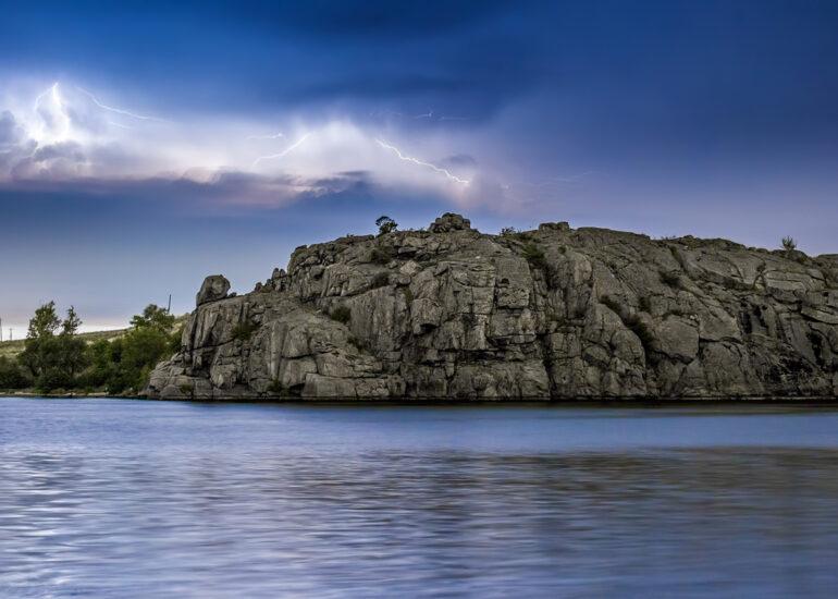 Грози над скелею Рогози