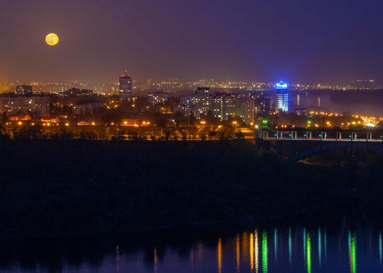 Місто під Місяцем
