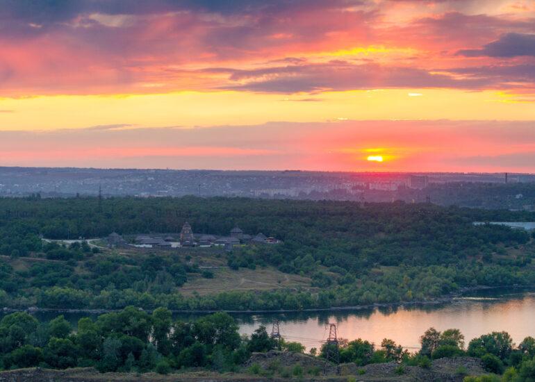 Захід Сонця над Дніпром