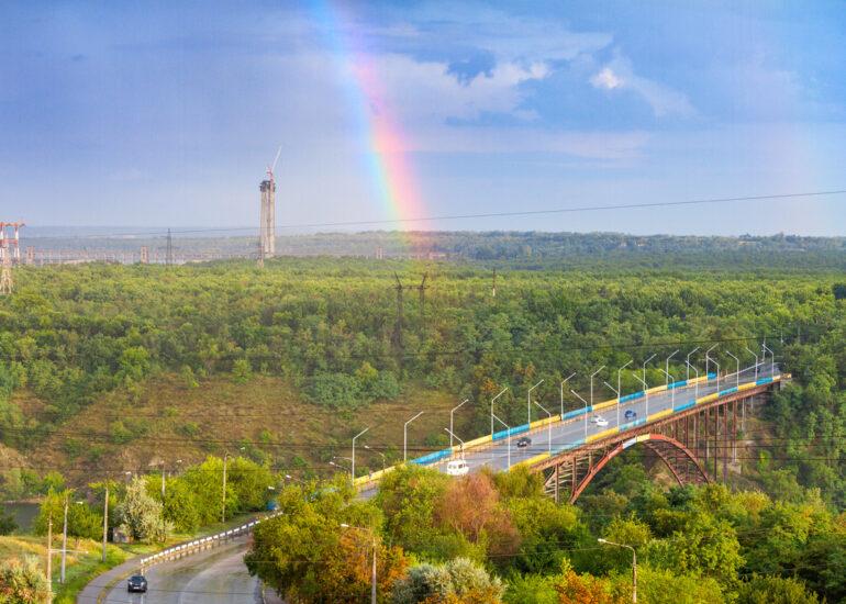 Веселка над мостом