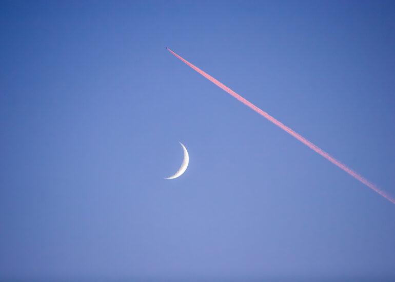 На Місяць